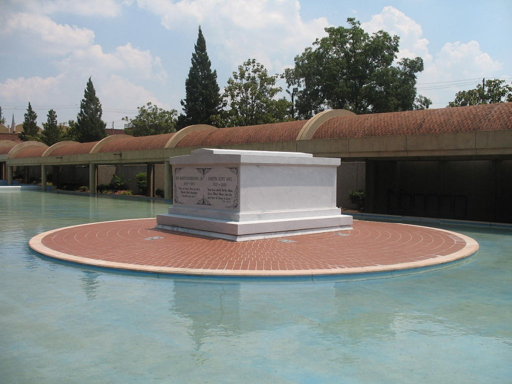 位于佐治亚州亚特兰大马丁·路德金国家纪念馆的金夫妇墓