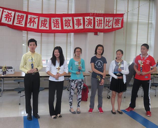 童一贺(左1)、夏舒旸(左2)分获9年级组一、二等奖