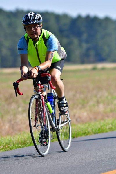 鞠放在紧张的自行车赛中